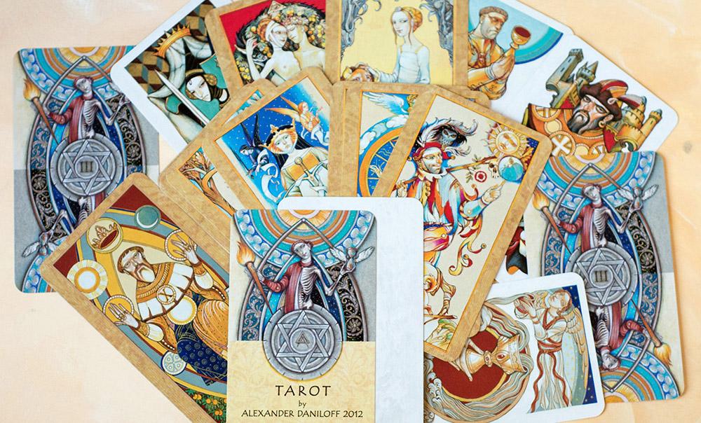 История карт Таро - загадки и тайны карт предсказателей